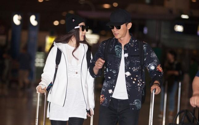 Phạm Băng Băng và người yêu Lý Thần nắm tay không rời ở sân bay ảnh 3