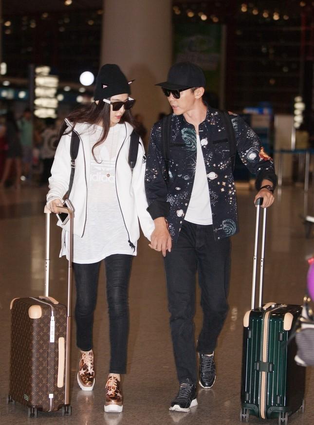 Phạm Băng Băng và người yêu Lý Thần nắm tay không rời ở sân bay ảnh 1