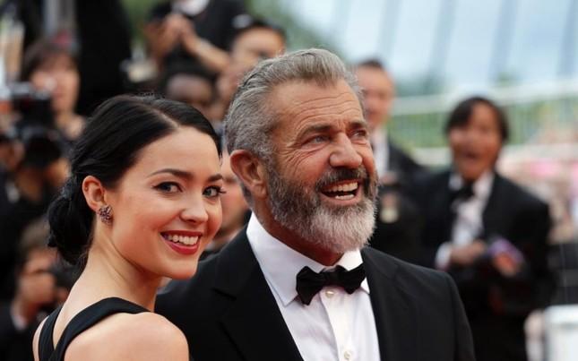 Sao Hollywood Mel Gibson sắp đón con thứ 9 với bạn gái kém 34 tuổi ảnh 1