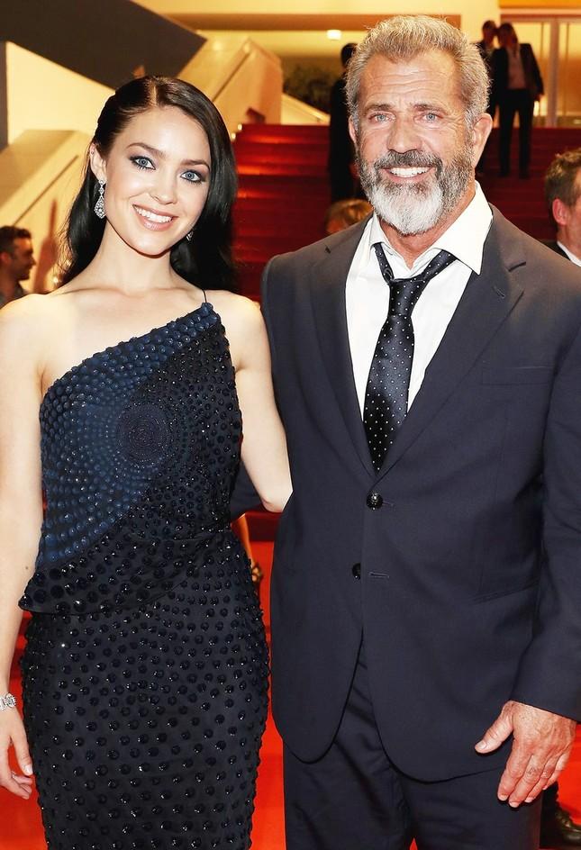 Sao Hollywood Mel Gibson sắp đón con thứ 9 với bạn gái kém 34 tuổi ảnh 4