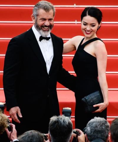 Sao Hollywood Mel Gibson sắp đón con thứ 9 với bạn gái kém 34 tuổi ảnh 3
