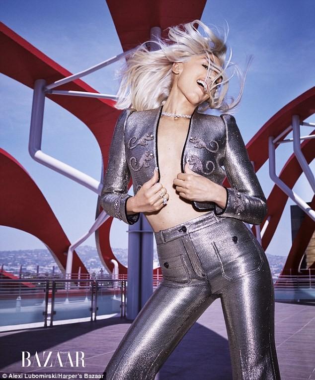 Nữ ca sĩ Gwen Stefani 47 tuổi vẫn rực lửa nồng nàn ảnh 3