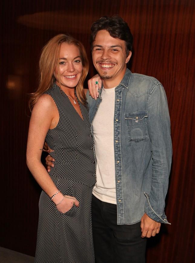 Lindsay Lohan cay đắng thừa nhận tự mua nhẫn đính hôn ảnh 5