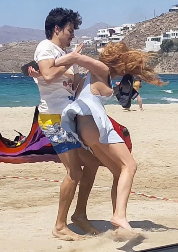 Lindsay Lohan cay đắng thừa nhận tự mua nhẫn đính hôn ảnh 4