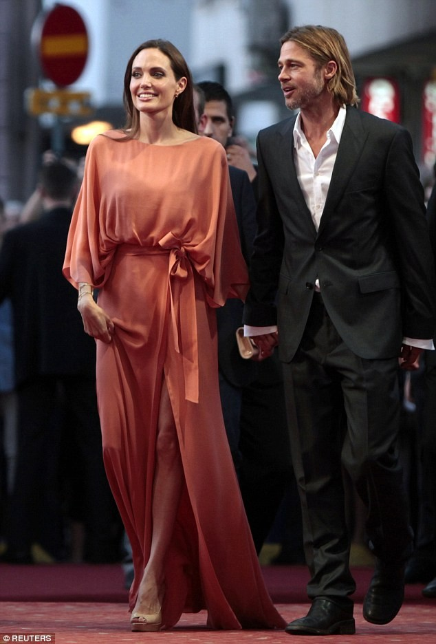 Bị Jolie bỏ, Brad Pitt khóc và cầu cứu cha mẹ hàng ngày ảnh 4