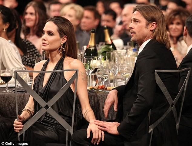Bị Jolie bỏ, Brad Pitt khóc và cầu cứu cha mẹ hàng ngày ảnh 2
