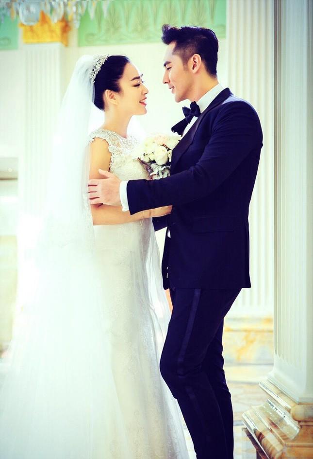 Chung Lệ Đề khoe ảnh cưới trẻ trung bên hôn phu kém 12 tuổi ảnh 4