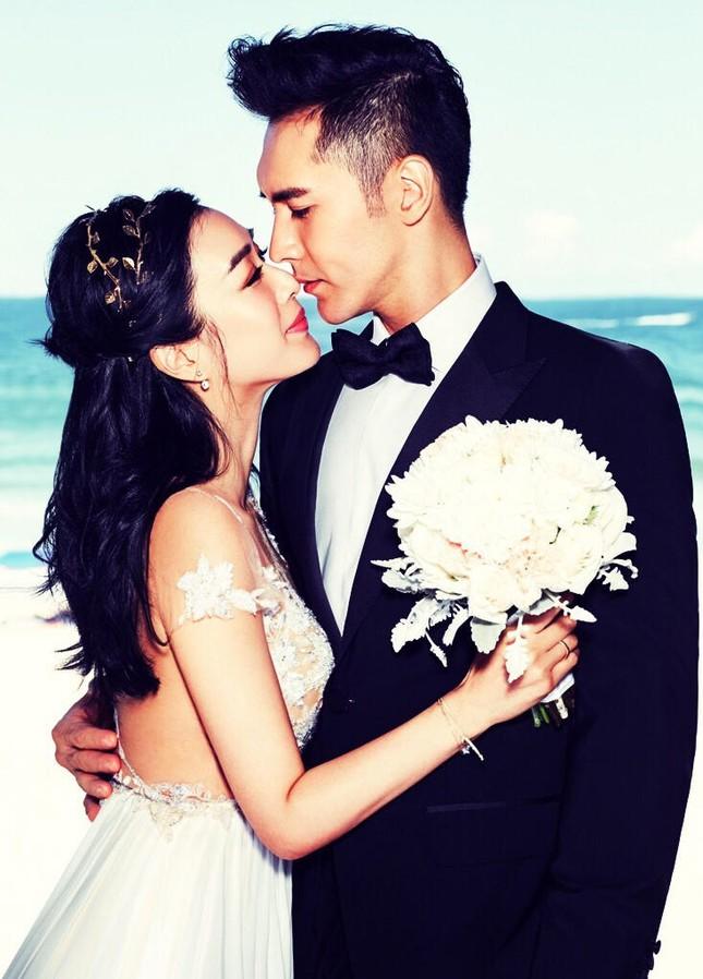 Chung Lệ Đề khoe ảnh cưới trẻ trung bên hôn phu kém 12 tuổi ảnh 3