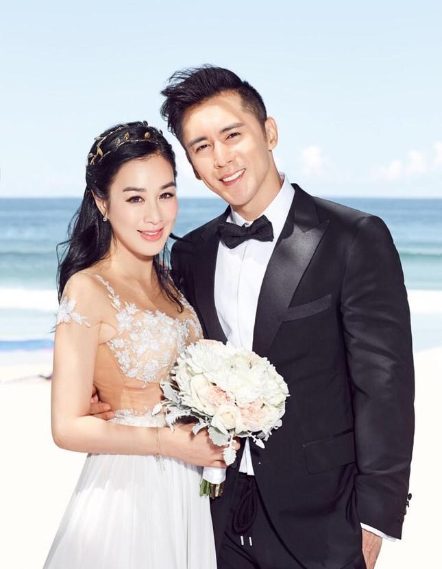 Chung Lệ Đề khoe ảnh cưới trẻ trung bên hôn phu kém 12 tuổi ảnh 2
