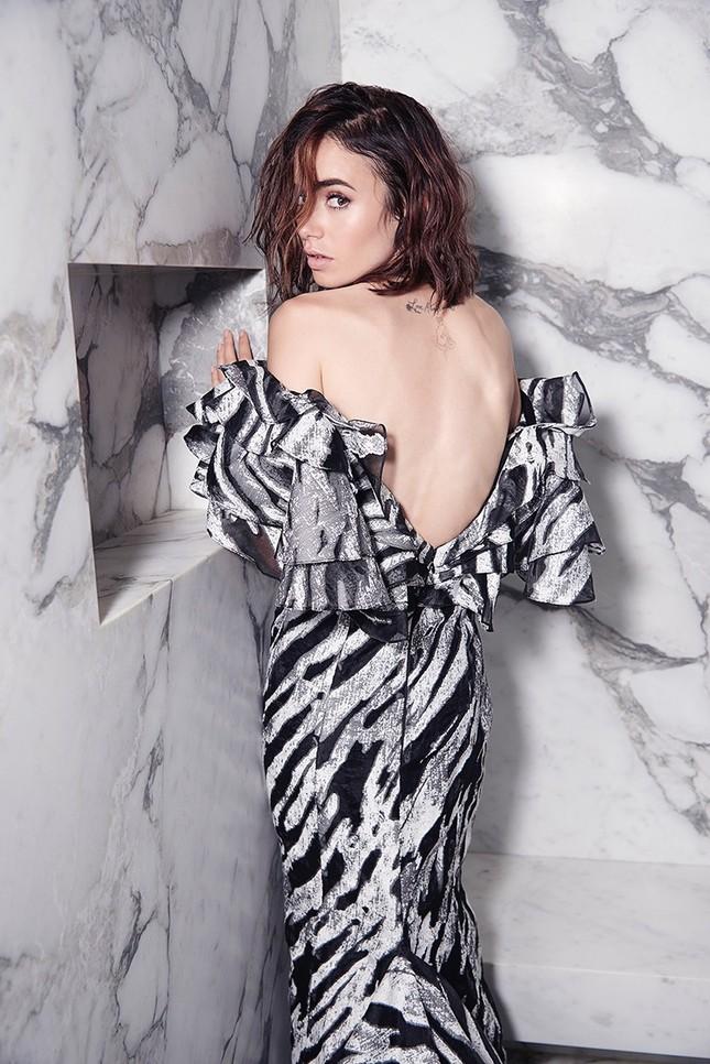 'Nàng Bạch Tuyết' Lily Collins gây bất ngờ với phong cách táo bạo ảnh 3