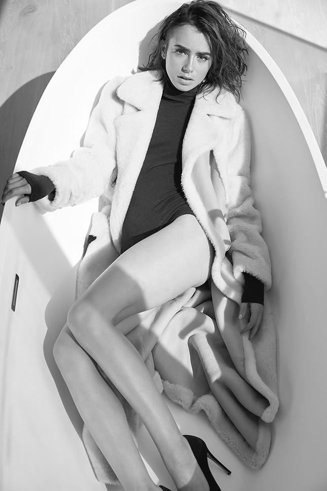 'Nàng Bạch Tuyết' Lily Collins gây bất ngờ với phong cách táo bạo ảnh 12