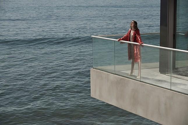 'Nàng Bạch Tuyết' Lily Collins gây bất ngờ với phong cách táo bạo ảnh 10