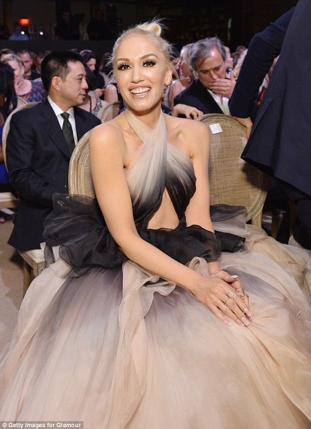 Gwen Stefani lưng trần quyến rũ trong tiệc của Glamour ảnh 8