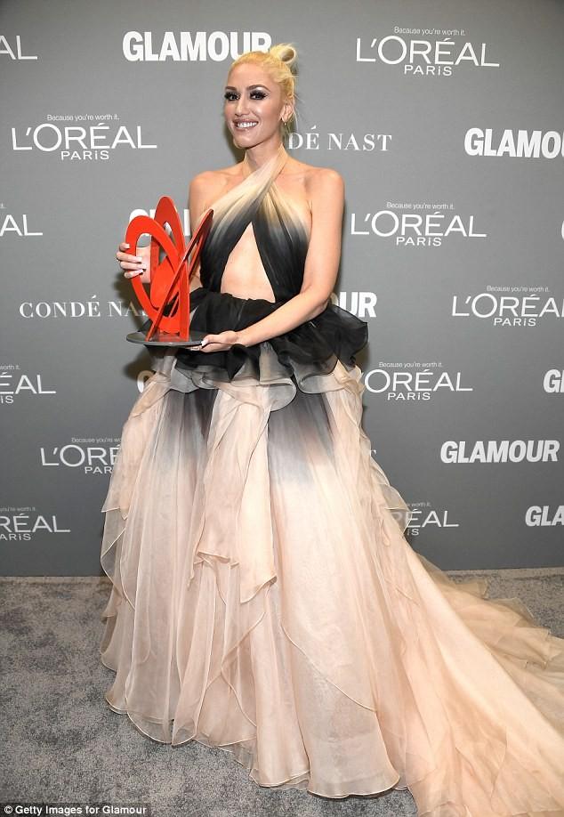 Gwen Stefani lưng trần quyến rũ trong tiệc của Glamour ảnh 11