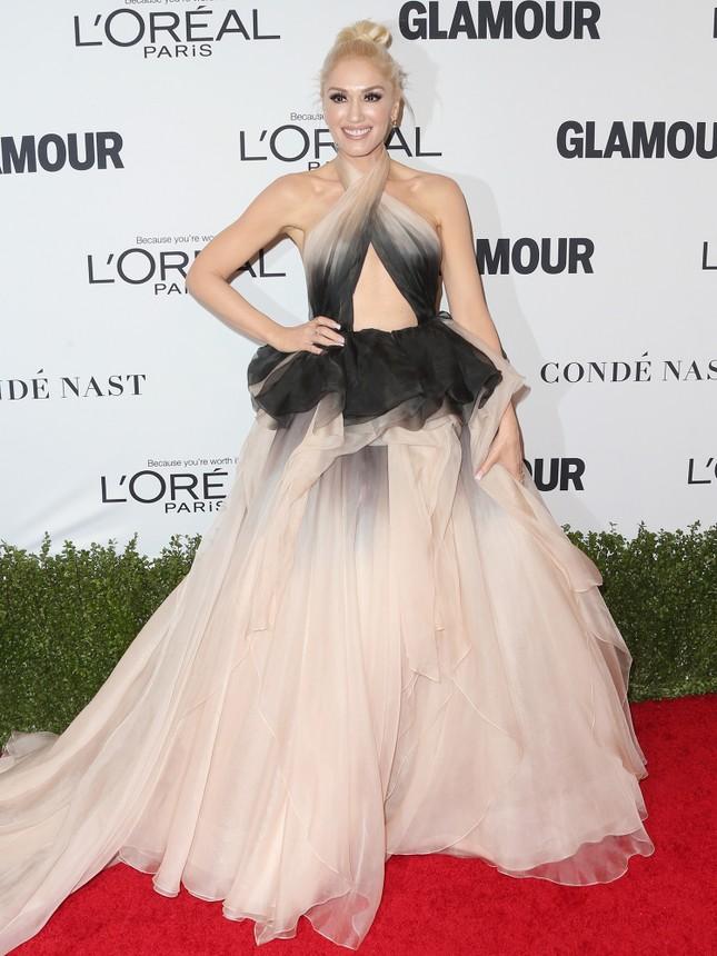 Gwen Stefani lưng trần quyến rũ trong tiệc của Glamour ảnh 5