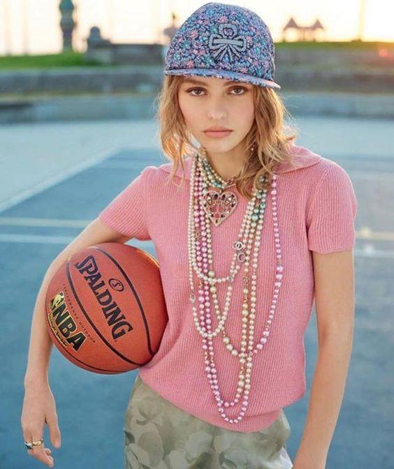 Con gái 17 tuổi của Johnny Depp diện váy xẻ sâu trên thảm đỏ ảnh 10