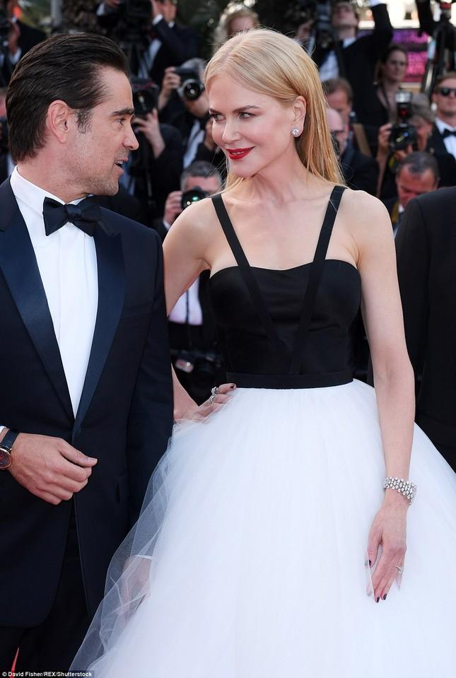'Thiên nga trắng' Nicole Kidman đắm say bên chồng tại Cannes ảnh 5