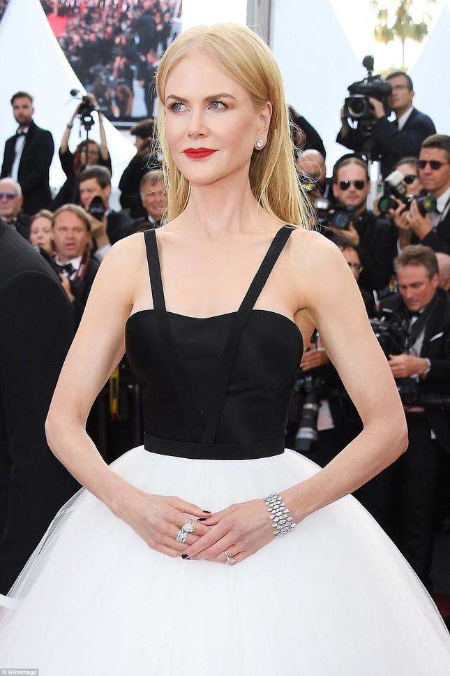 'Thiên nga trắng' Nicole Kidman đắm say bên chồng tại Cannes ảnh 3