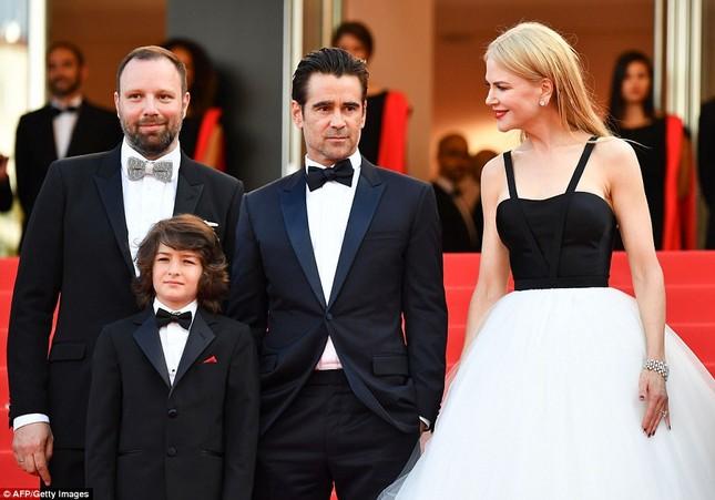 'Thiên nga trắng' Nicole Kidman đắm say bên chồng tại Cannes ảnh 10