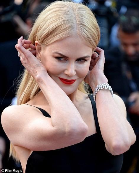 'Thiên nga trắng' Nicole Kidman đắm say bên chồng tại Cannes ảnh 11