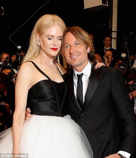 'Thiên nga trắng' Nicole Kidman đắm say bên chồng tại Cannes ảnh 12