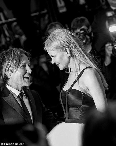 'Thiên nga trắng' Nicole Kidman đắm say bên chồng tại Cannes ảnh 13