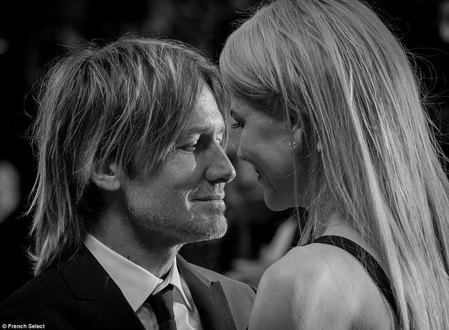 'Thiên nga trắng' Nicole Kidman đắm say bên chồng tại Cannes ảnh 16