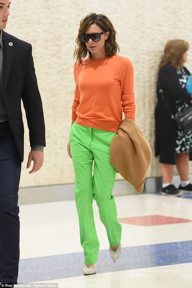Victoria Beckham vẫn sành điệu khi diện pyjama xuống phố ảnh 9