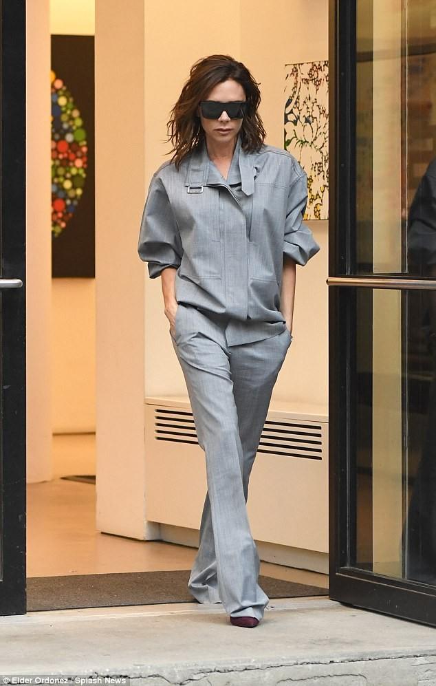 Victoria Beckham vẫn sành điệu khi diện pyjama xuống phố ảnh 10