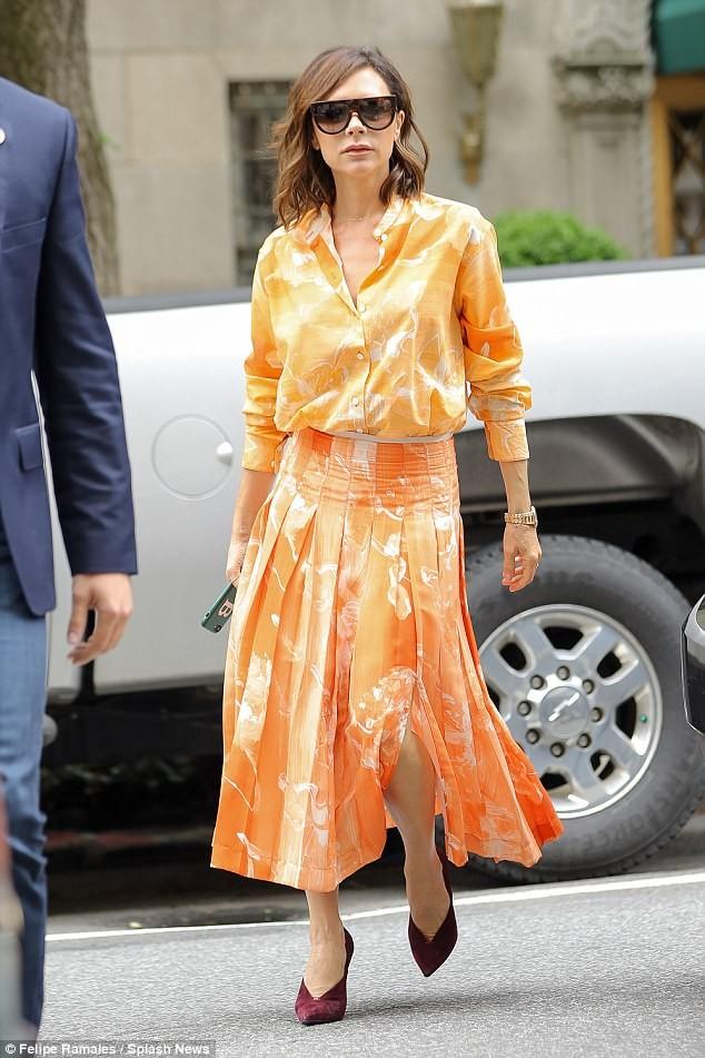 Victoria Beckham vẫn sành điệu khi diện pyjama xuống phố ảnh 7
