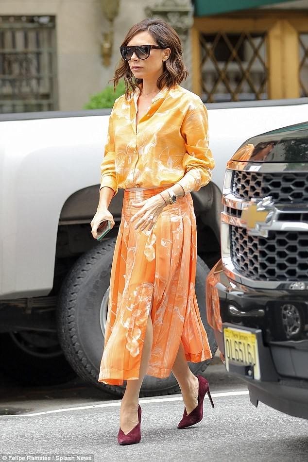 Victoria Beckham vẫn sành điệu khi diện pyjama xuống phố ảnh 6