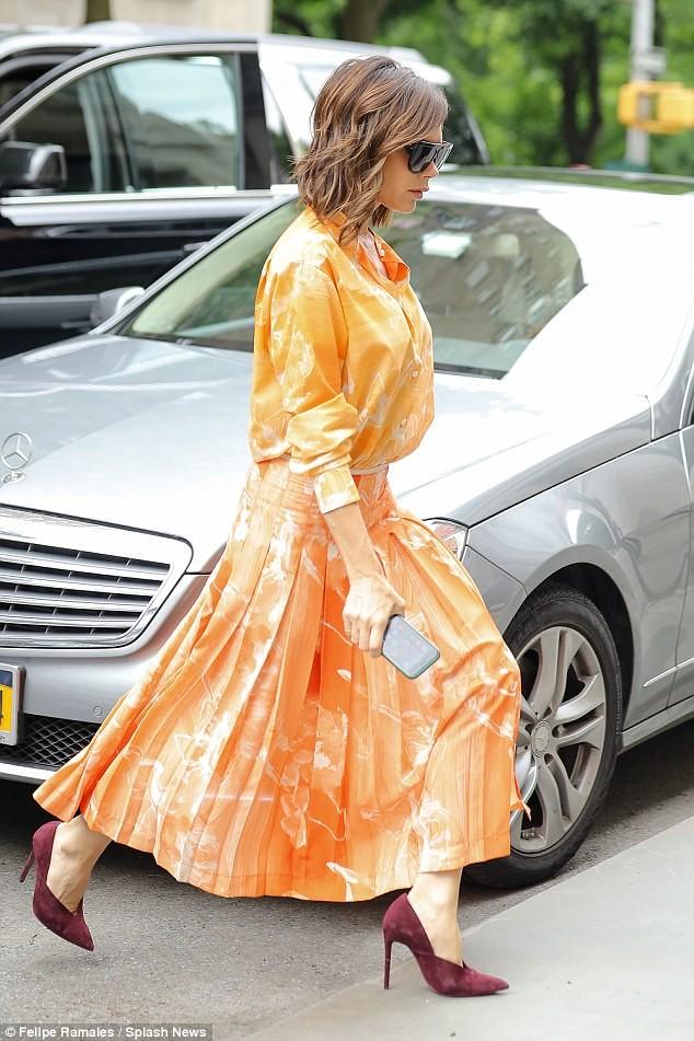 Victoria Beckham vẫn sành điệu khi diện pyjama xuống phố ảnh 5