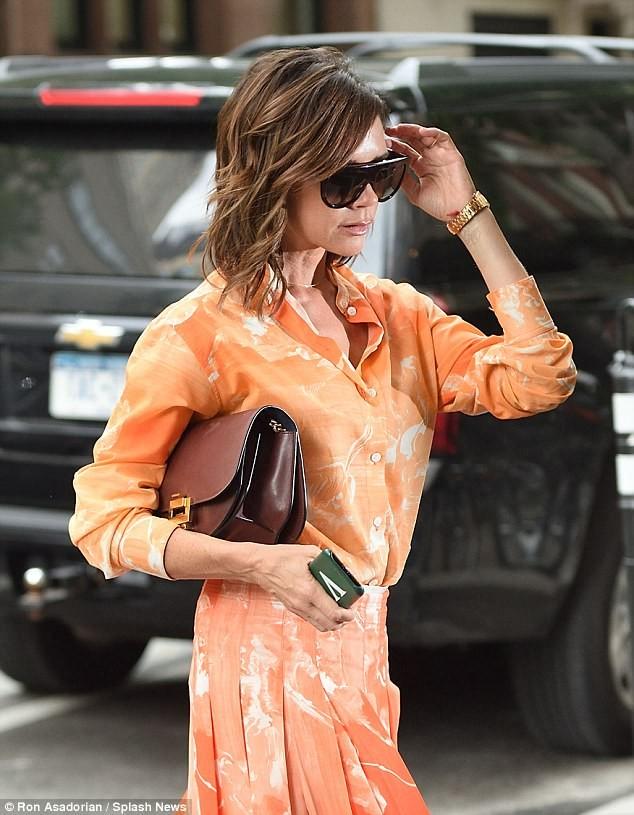 Victoria Beckham vẫn sành điệu khi diện pyjama xuống phố ảnh 3