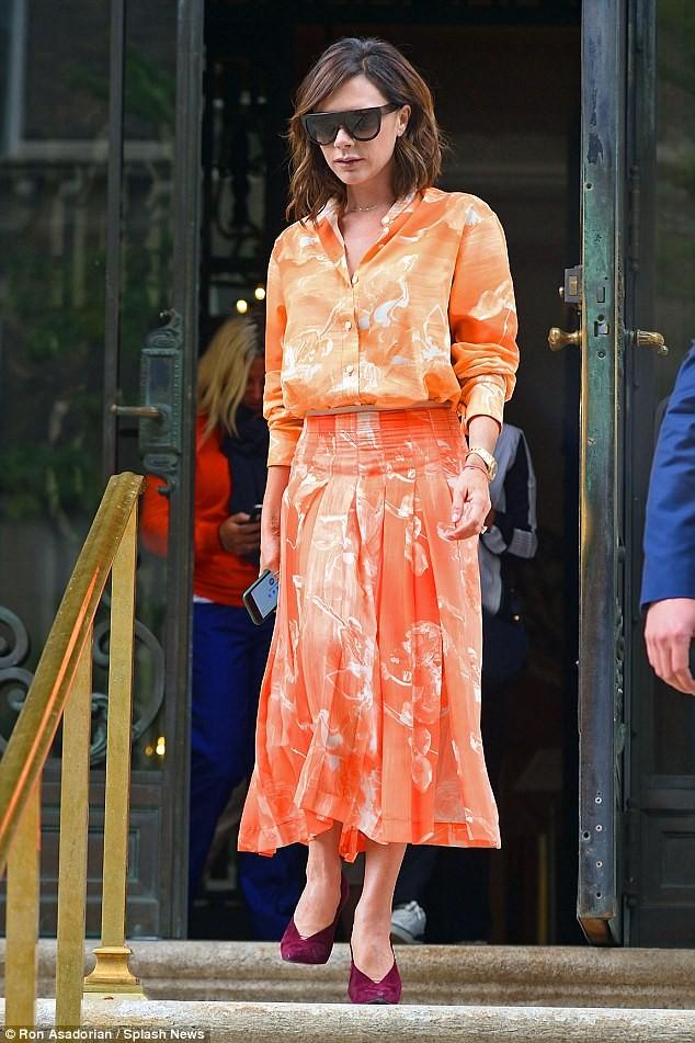 Victoria Beckham vẫn sành điệu khi diện pyjama xuống phố ảnh 8