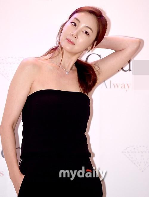 Choi Ji Woo 42 tuổi vẫn đẹp long lanh như thiên thần ảnh 11