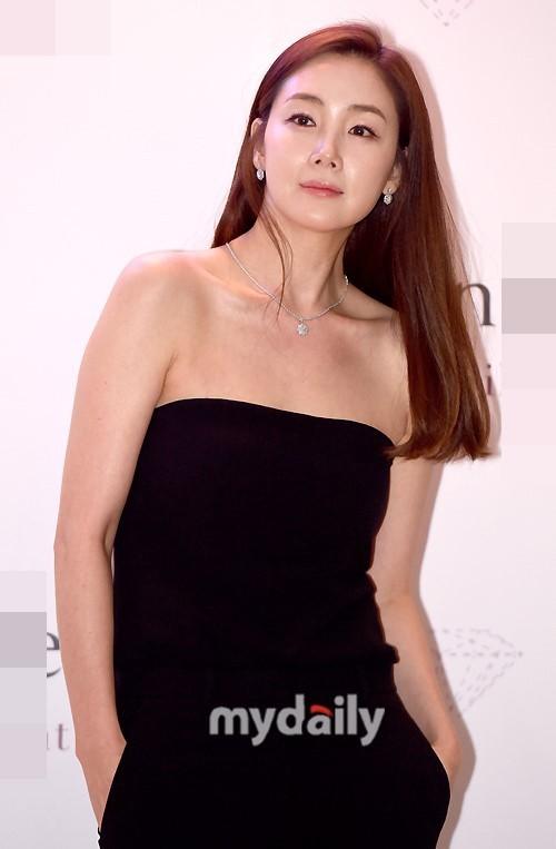 Choi Ji Woo 42 tuổi vẫn đẹp long lanh như thiên thần ảnh 12