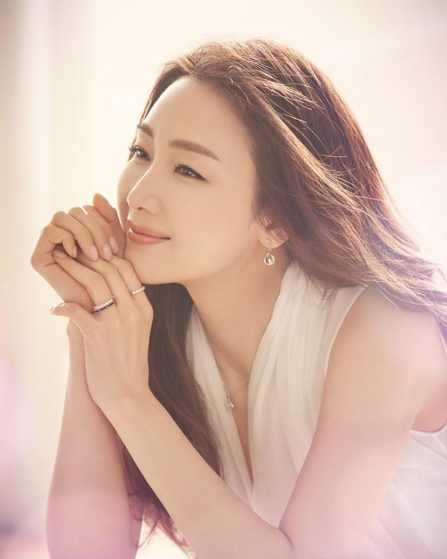 Choi Ji Woo 42 tuổi vẫn đẹp long lanh như thiên thần ảnh 4