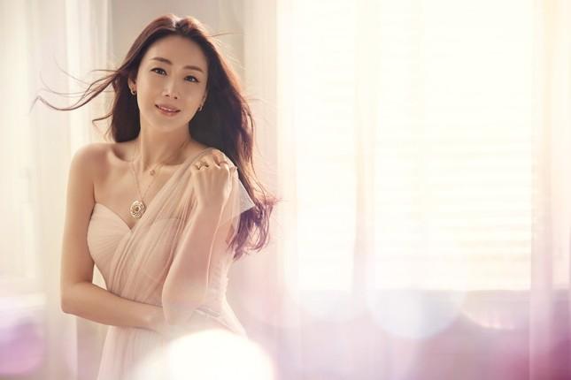 Choi Ji Woo 42 tuổi vẫn đẹp long lanh như thiên thần ảnh 1