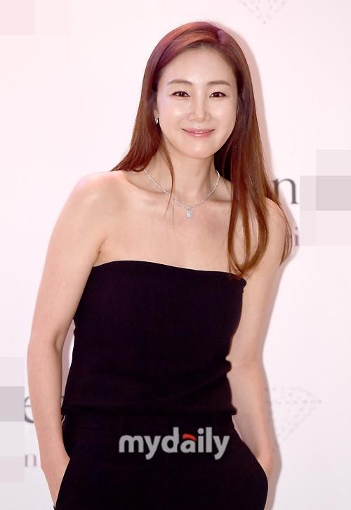 Choi Ji Woo 42 tuổi vẫn đẹp long lanh như thiên thần ảnh 10