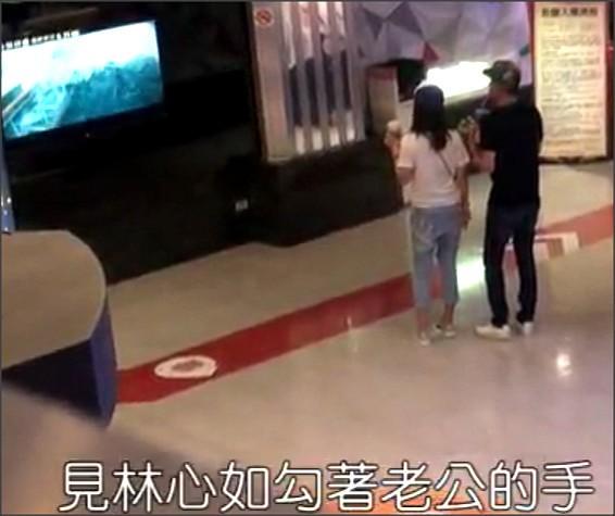 Vợ chồng Lâm Tâm Như – Hoắc Kiến Hoa tay trong tay xuống phố ảnh 5