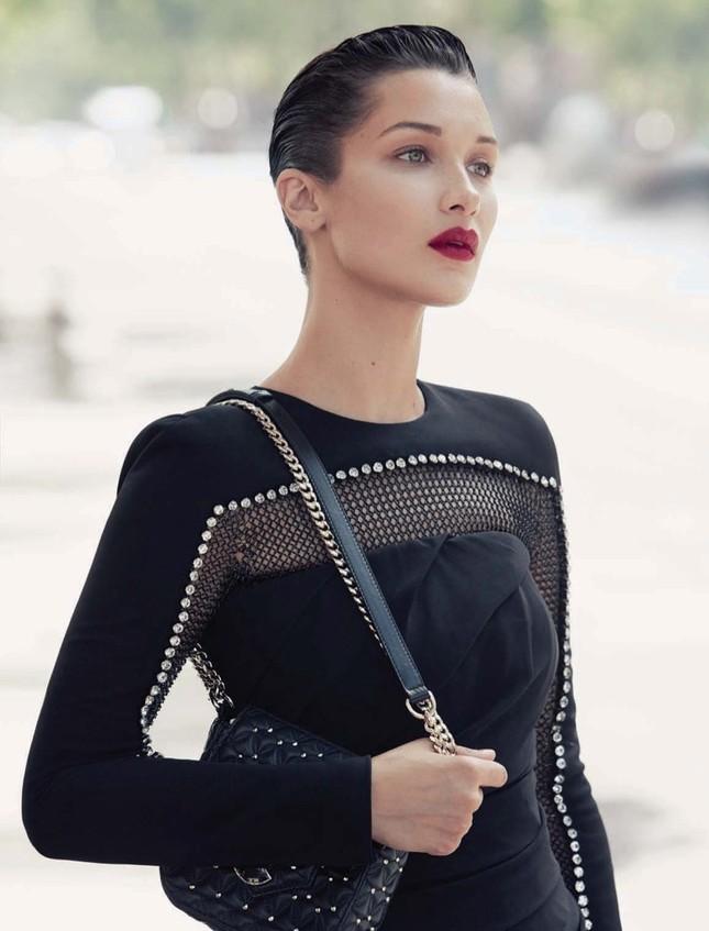 'Chân dài' Bella Hadid quá đỗi gợi cảm trên hàng loạt ấn phẩm Vogue ảnh 22