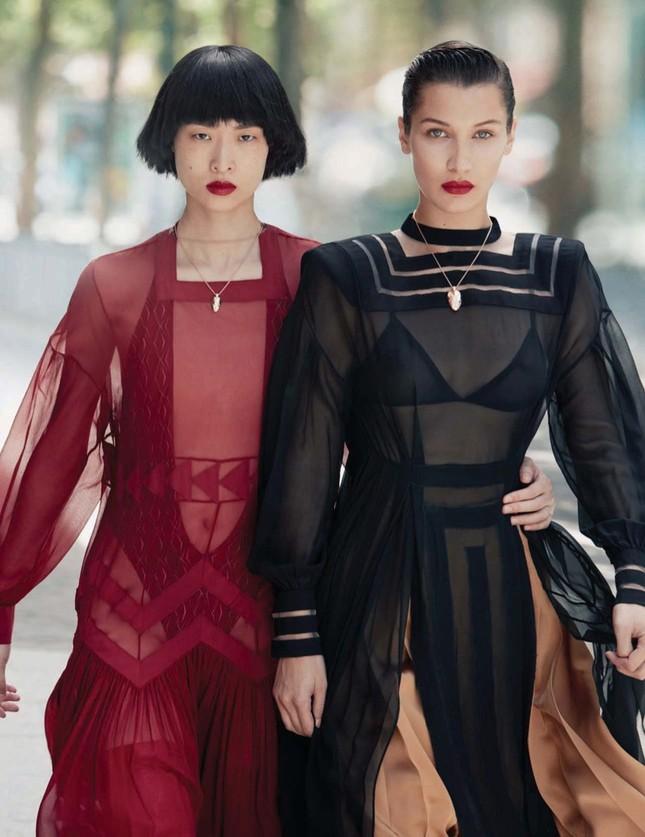 'Chân dài' Bella Hadid quá đỗi gợi cảm trên hàng loạt ấn phẩm Vogue ảnh 23