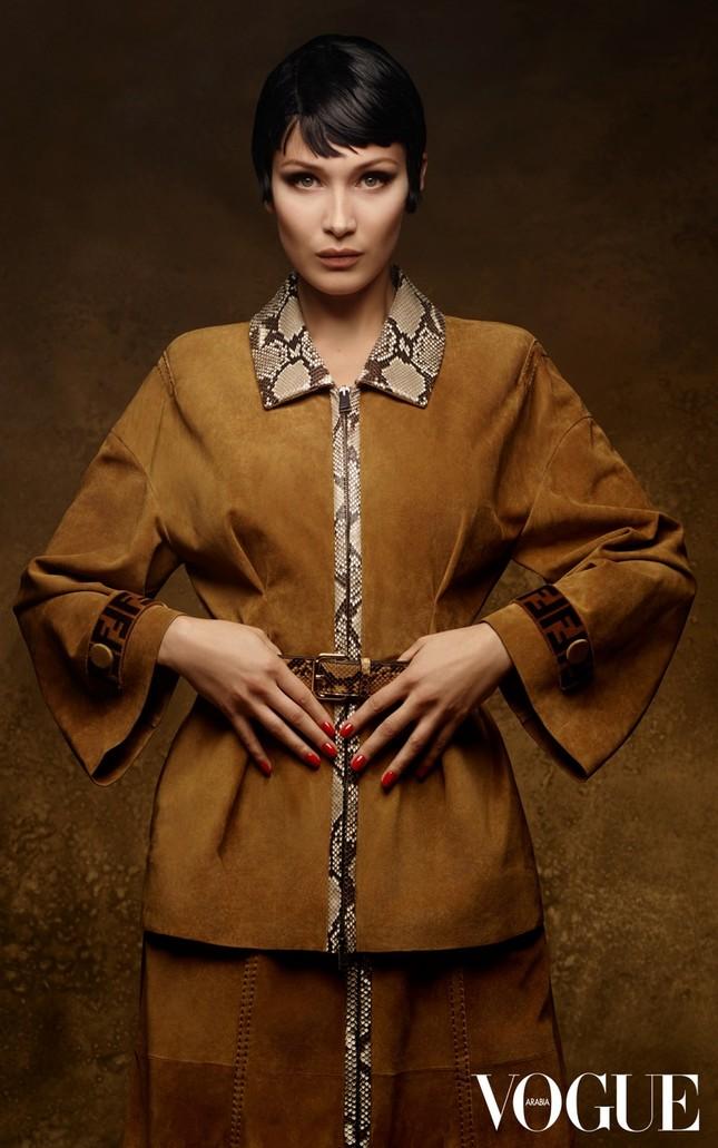 'Chân dài' Bella Hadid quá đỗi gợi cảm trên hàng loạt ấn phẩm Vogue ảnh 9
