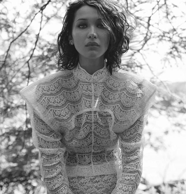 'Chân dài' Bella Hadid quá đỗi gợi cảm trên hàng loạt ấn phẩm Vogue ảnh 25