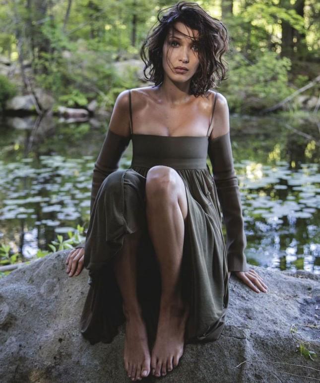 'Chân dài' Bella Hadid quá đỗi gợi cảm trên hàng loạt ấn phẩm Vogue ảnh 28