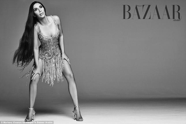 Kim Kardashian hóa 'nữ thần disco' rực lửa Cher ảnh 4
