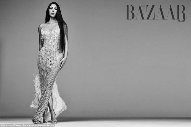 Kim Kardashian hóa 'nữ thần disco' rực lửa Cher ảnh 3