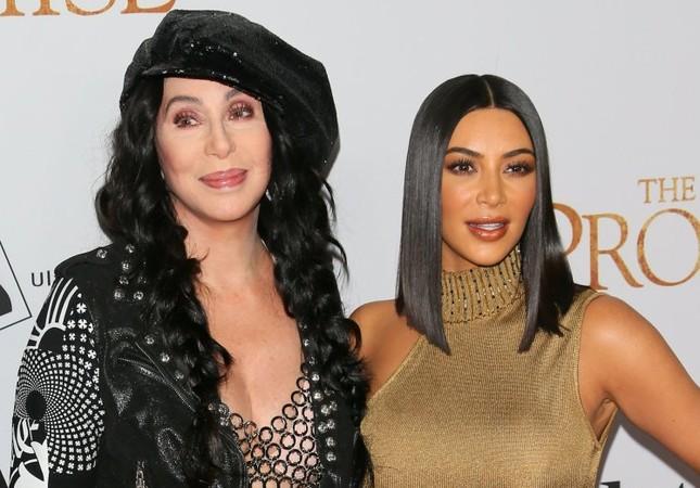 Kim Kardashian hóa 'nữ thần disco' rực lửa Cher ảnh 5