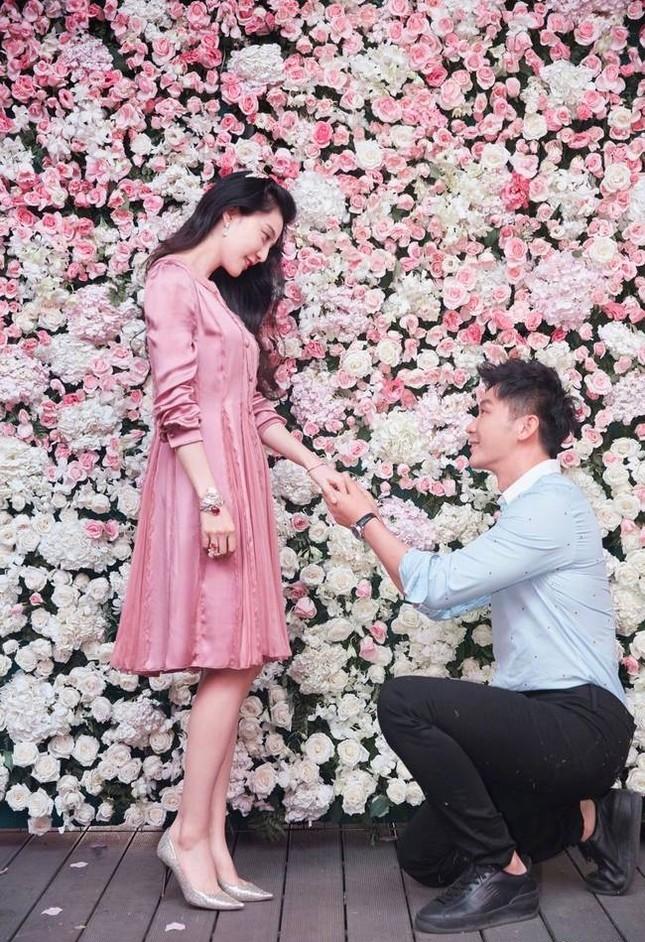 Cận cảnh nhẫn cầu hôn, búp bê gần 7 tỉ Lý Thần tặng Phạm Băng Băng ảnh 2