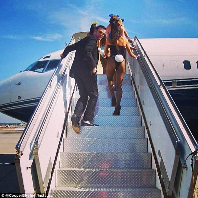 'Hoàng tử út Playboy' thừa kế một phần tài sản của người cha giàu có ảnh 8